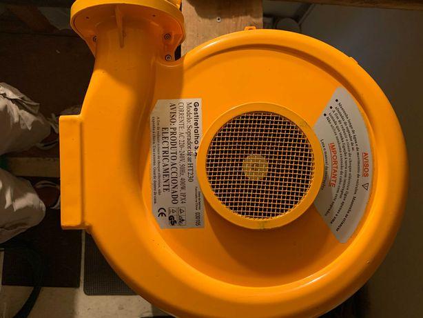 Motor de sopro para insufláveis