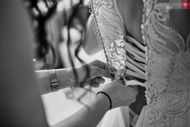 Suknia ślubna biała litera A brokat