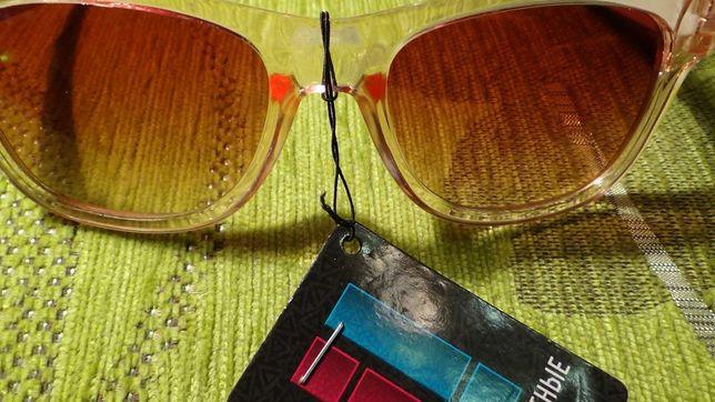 Солнцезащитные очки женские, новые в упаковке