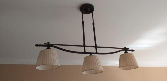 Candeeiro de teto Sala com 3 abajures de cor bege