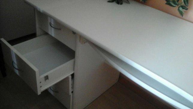Білий канцелярський стіл робочий, просторий для дому з верхнім карк