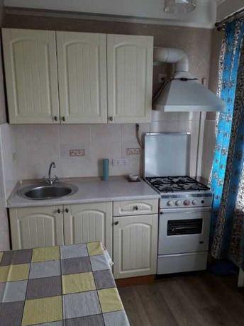 Однокімнатна квартира з невеликим ремонтом, 2500 вул. Троїцька.