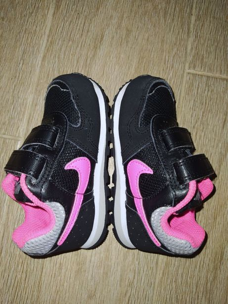 Фирменные кроссовки Nike р-р 21