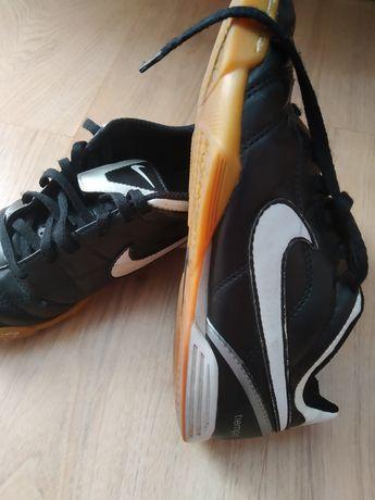 Nike chłopięce czarne 33