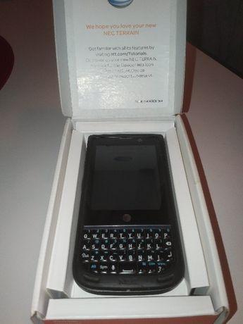 Unikatowy superwytrzymały smartphone z QWERTY Nec Terrain z USA