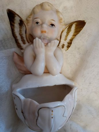 Aniołek. Kropielnica. Porcelana. Antyk.