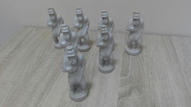 Ceramiczne figurki Józefa Piłsudskiego