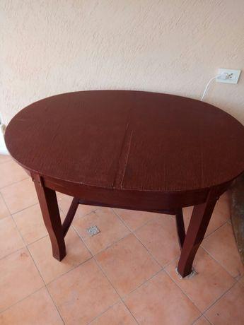 . Большой обеденный стол