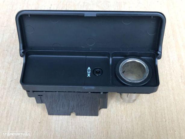 Base Isqueiro / Áudio AUX Land Rover Freelander de 01 a 05