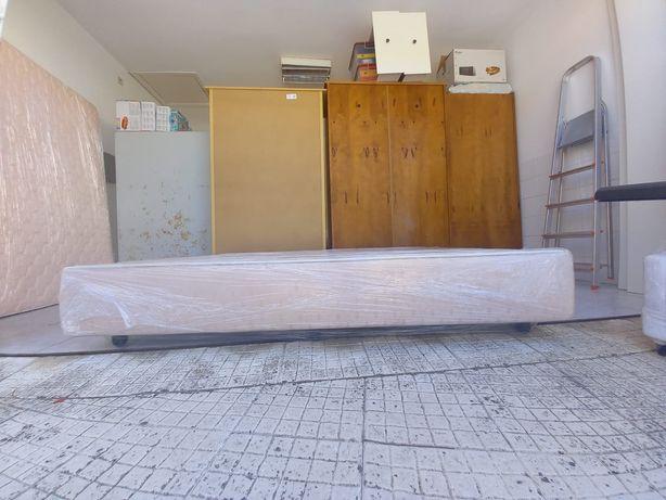 Cama de casal (sommier) e colchão 1,40x1,90
