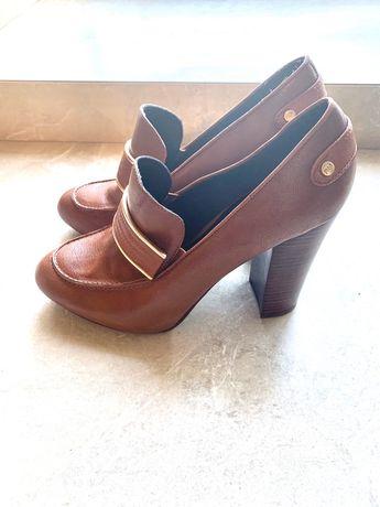 Продам туфлі на широкому каблуку