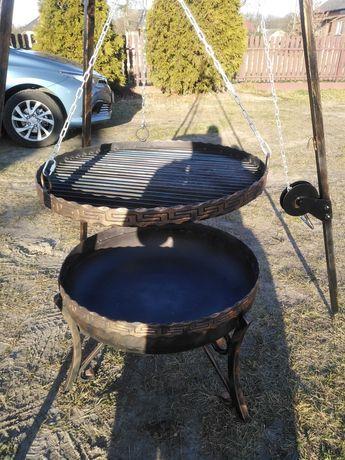 Grill na trujnogu z paleniskiem
