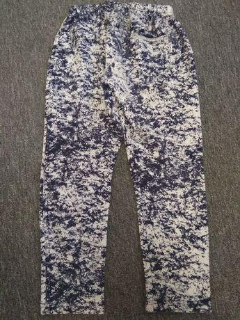 Spodnie r. 122