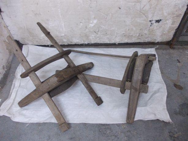 Stare drewniane homonto dla bydła