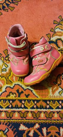 Отдам ботинки размер 31