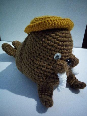 Игрушка морж, мягкий вязаный моржик, подарок ребенку 3+