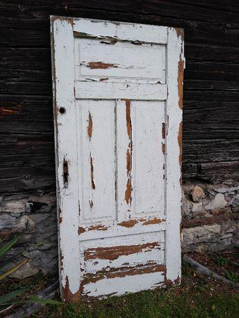 Stare drewniane drzwi zabytek PRL do renowacji
