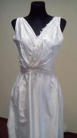 suknia z  trenem 38/40 dekolt plecy koronka