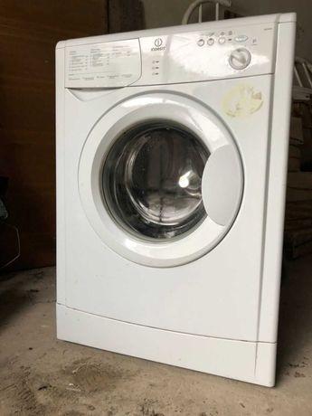 Продам стиральную машинку Indesit бу