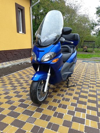 Максі скутер Piaggio x9