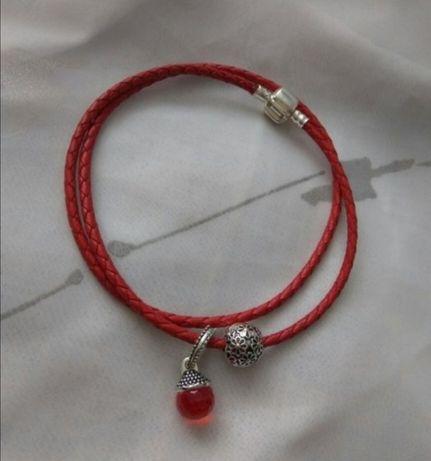 Шнурок красный новый с кулоном
