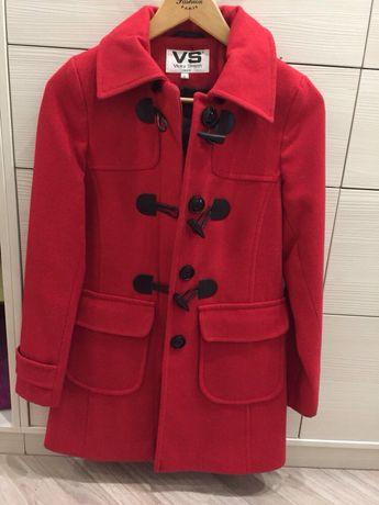 красное кашемировое пальто на осень размер S с капюшоном