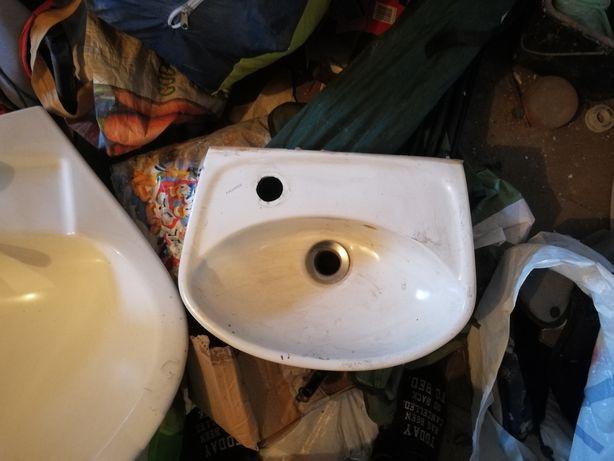 Mały zlew 34 na 28 cm do łazienki