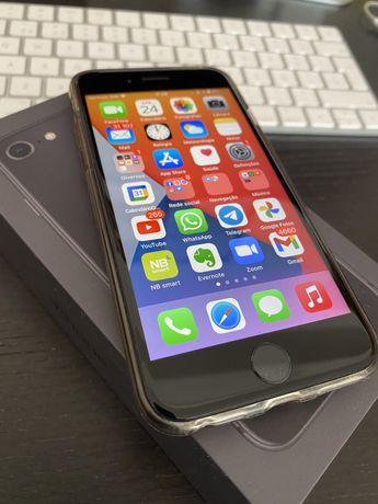 iPhone 8 64GB - cinza espacial.