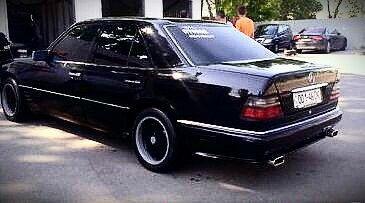 Mercsdes-Benz-W124 300E