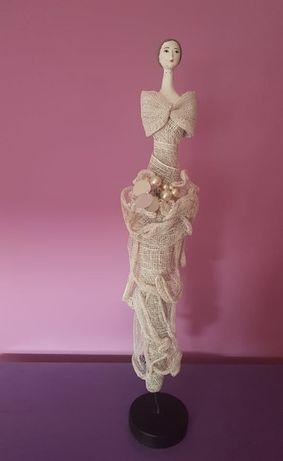 Estatueta de Mulher em Cerâmica