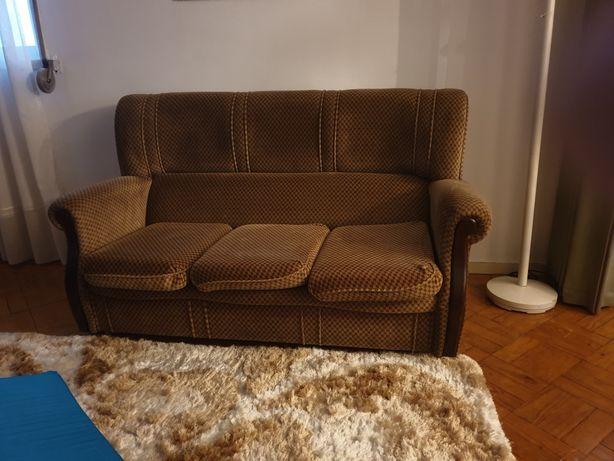 Sofá com tecido aveludado