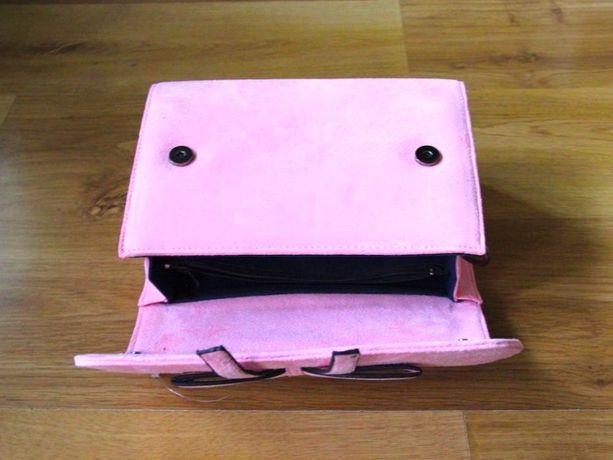 Różowa torebka kuferek skora zamsz bershka tally weijl mohito zara h&m