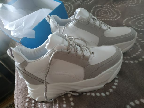 Новые кроссовки размер 38-39