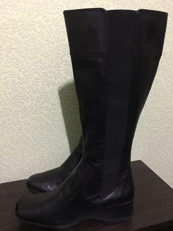 Женские высокие демисезонные кожаные сапоги 38-39 размер