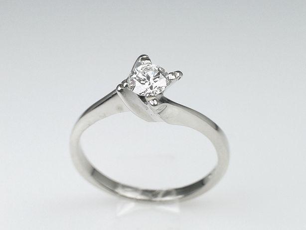 Złoty pierścionek z brylantem diamentem 0.30 ct VVS/G, zaręczynowy