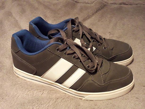 Buty sportowe chłopięce r. 40