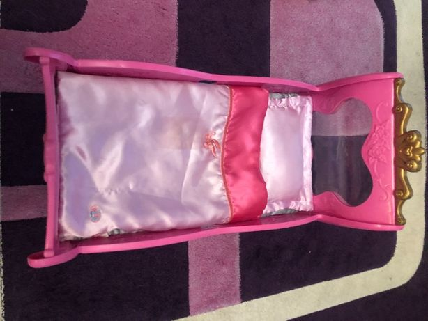 Łóżeczko dla lalki bobasa