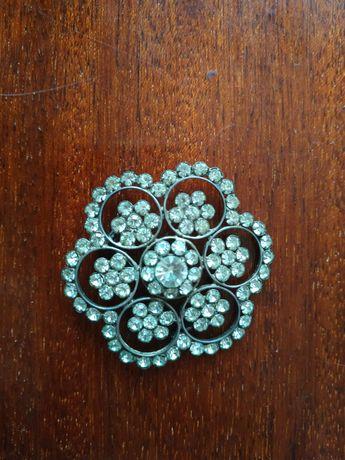 Очень красивая брошь из серебра с фионитами