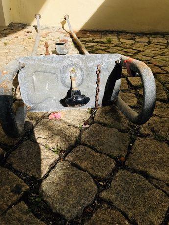 Suporte pneu suplente caravana