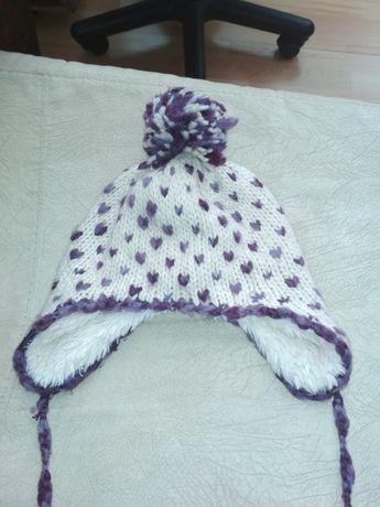 Веселая вязаная шапка