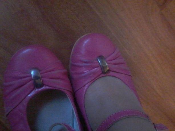 Фирменные Розовые сандалии на девочку