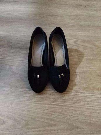 Sapatos pretos como novos