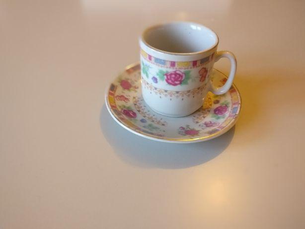 Conjunto de Chávenas em Porcelana
