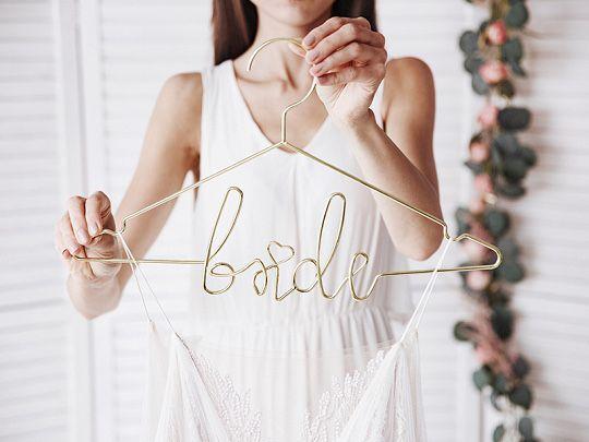 Zestaw metalowych złotych wieszaków bride groom na wesele ślub