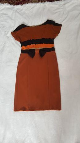 Трикотажное платье футляр.Размер 44-46 в новом состоянии