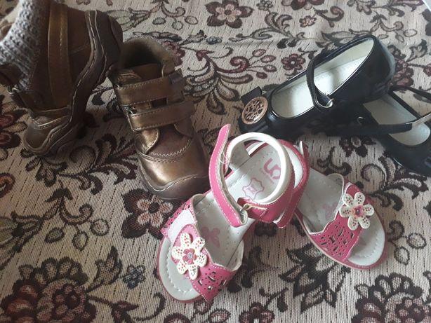 Недорого продам на девочку новую обувь р. 25