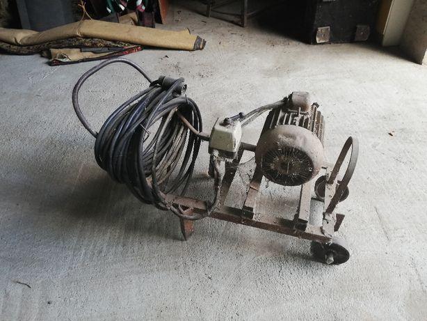 Silnik elektryczny na kółkach