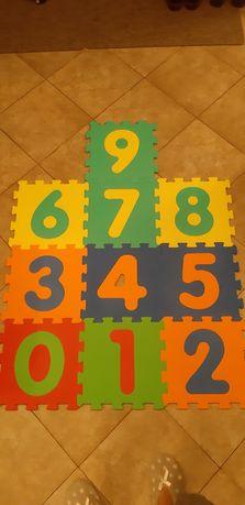 Puzzle z gąbki cyferki