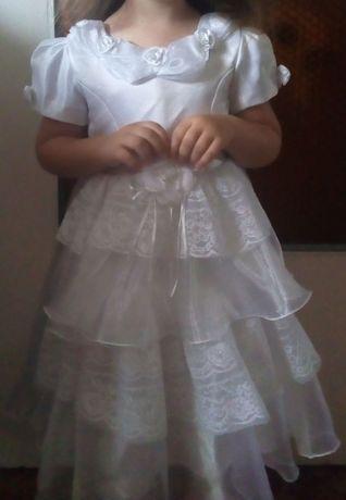 Sprzedam białą sukienkę 2-4 lat, na dzieczynkę, sypanie kwiatów wesele