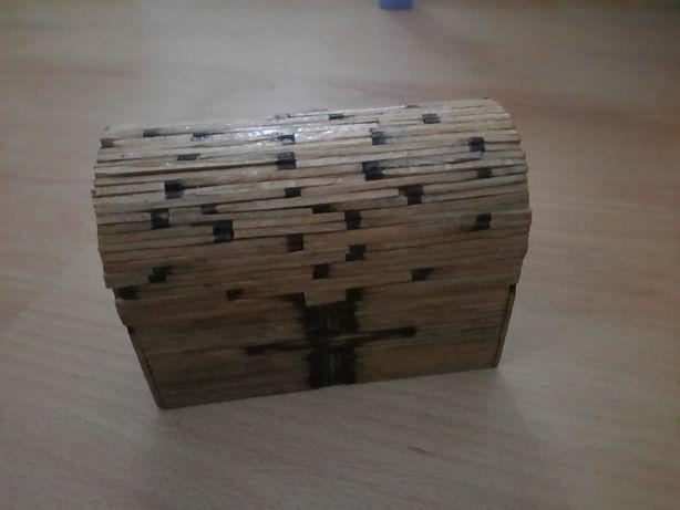 Caixa de madeira em fósforo